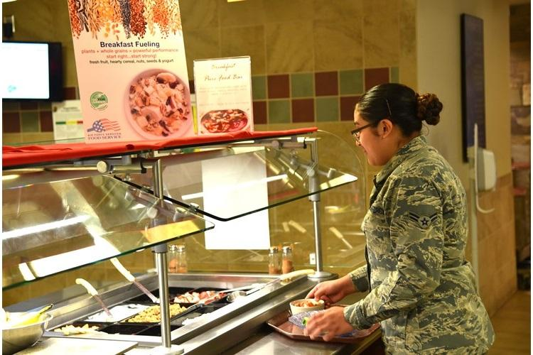 An Airman builds her meal using fresh, health options on the Pure Bar at the Aragon Dining Facility on Peterson Air Force Base, Colo., Feb. 28, 2019. Pure Bars, packed with whole grains, fresh fruits and other nutritional offerings, are part of the Air Force's Go For Green program designed to provide healthy, power fueling for Airmen. (U.S. Air Force photo by Carrie Grover)