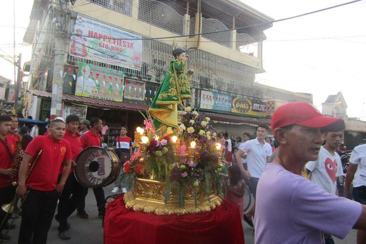 Fiesta finale parade begins (Photos by Robert Zuckerman)