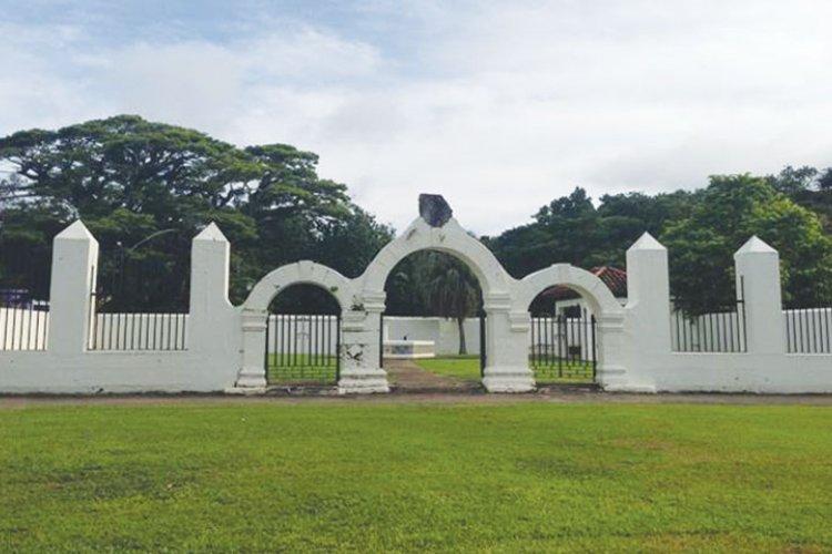 Exploring Plaza De Espana On Guam Stripes Guam