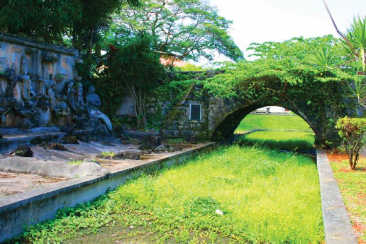 Eerie Real Death Haunts Of Guam Stripes Guam