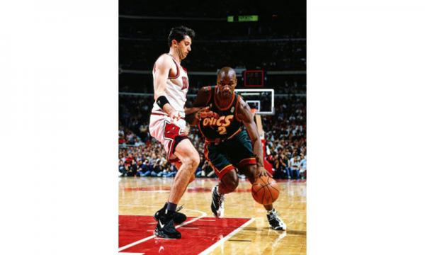 NBA veteran Vincent Askew is coming to Guam to launch the Jr. NBA Guam experience in the 2017 Holiday Youth Camp at Tamuning Gym on December 26 to29 sponsored by TakeCare and FHP. Visit www.guambasketball.com for info and to register. Pictured is Askew with the Seattle Super Sonics in the 96 finals playing against Chicago Bulls Toni Kukoc. Photos courtesy of NBA