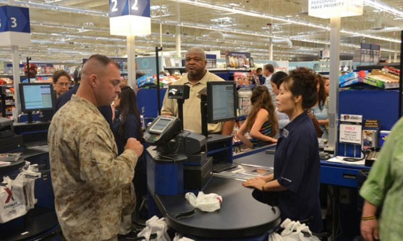 A servicemember pays for merchandise at the Exchange at Fort Belvoir, Va. The Defense Department is proposing a 1.6 percent pay raise for servicemembers in 2017, a slight increase over this year's 1.3-percent hike. (Antwan Williams/Defense Department)