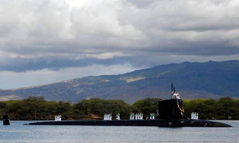 Virginia-class attack submarine USS Hawaii transits into Pearl Harbor, Hawaii, on July 23, 2009. The USS Hawaii is the 3rd Virginia-class submarine constructed and the 1st submarine to bear the name of the Aloha State. (N. Brett Morton/U.S. Navy)