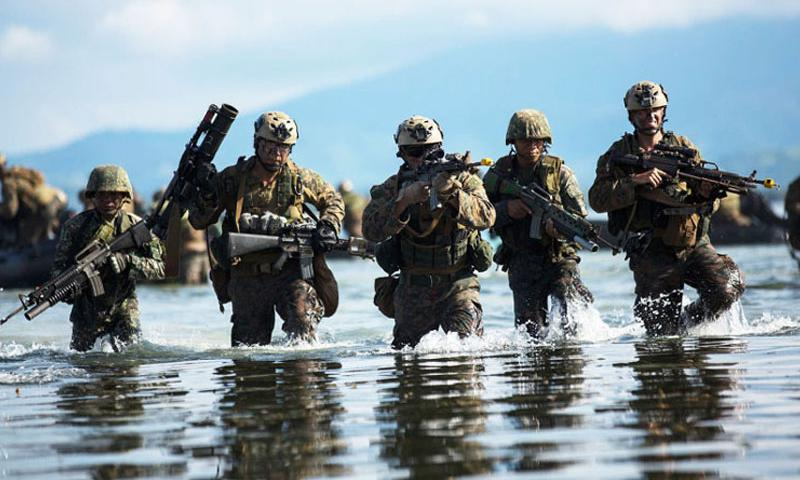 Philippine and U.S. Marines attack toward the beach during a simulated amphibious raid for Amphibious Landing Exercise (PHIBLEX) 15 in Palawan, Philippines, October 2, 2014. (Matthew Casbarro/U.S. Marines)