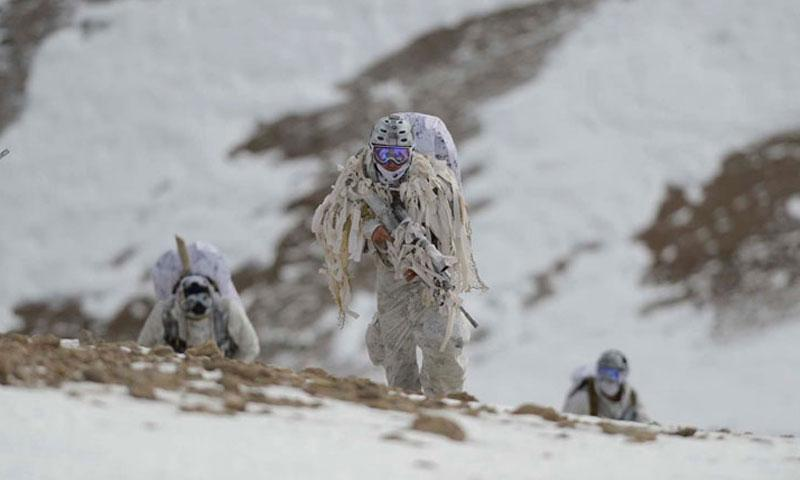 Navy SEALs demonstrate winter warfare capabilities. (U.S. Navy)