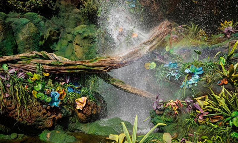 Waterfalls bathe a mix of natural and handmade plants, from the alien world of Pandora –The World of Avatar. Photos by Jay L. Clendenin, Los Angeles Times, TNS
