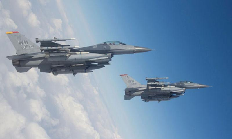 Two F-16 Fighting Falcons conduct a training mission over Misawa Air Base, Japan, Feb. 14, 2013. (Photo by U.S. Air Force)