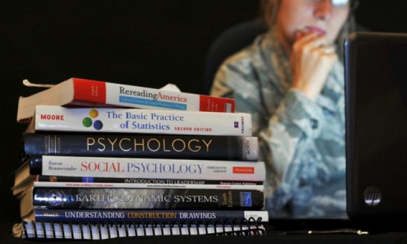 The military has a variety of financial assistance programs to help fund servicemembers' educational pursuits. (William Wiseman/U.S. Air Force)