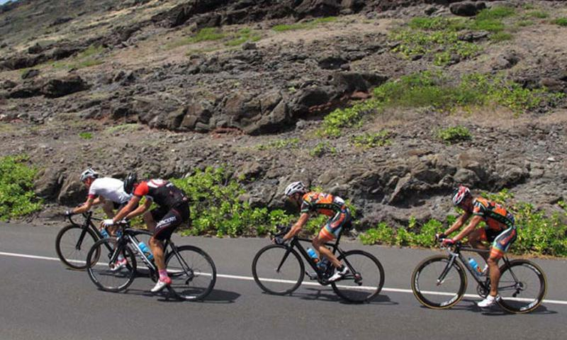 Lombard (right) sits in 5th position on the final climb to Mokapu'u lookout