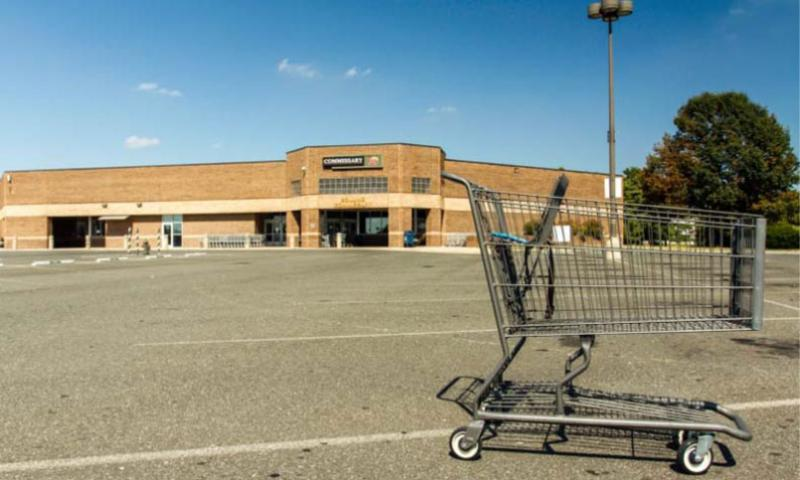 The parking lots at military commissaries, like this empty one on October 1 at Joint Base Anacostia-Bolling Commissary, should soon be back to normal. (Photo by Jim Remington/U.S. Navy)