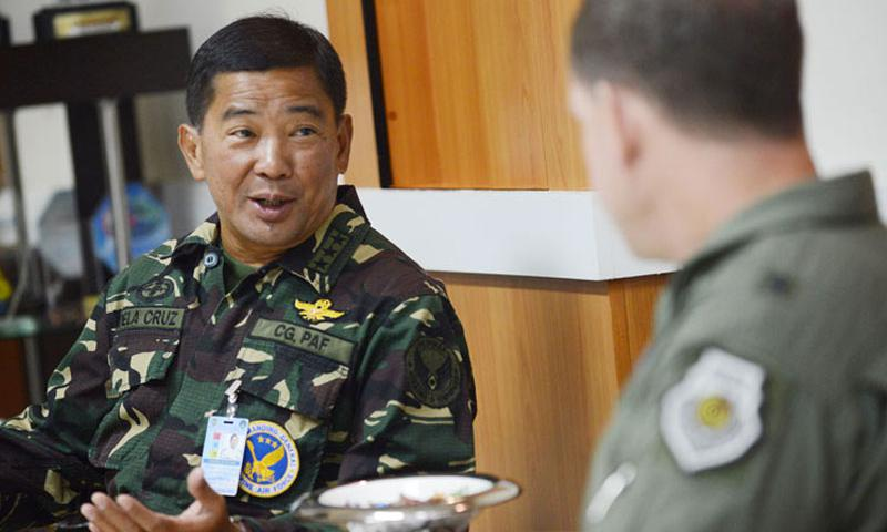 Brig. Gen. James Hecker, commander of Air Coordination Component Element, Joint Task Force 505, meets with Lt. Gen. Lauro Dela Cruz, the commanding general of the Philippine Air Force, at Villamor Air Base, Manila, Nov. 21, 2013. (U.S. Air Force photo by 2nd Lt. Jake Bailey/Released)