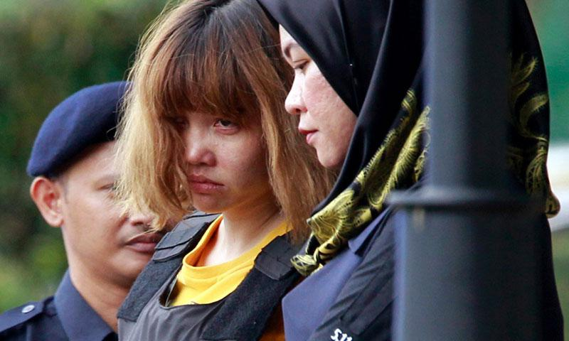 Vietnamese suspect Doan Thi Huong, who is a suspect in the killing of Kim Jong Nam, North Korean leader Kim Jong Un's estranged half brother, is escorted out of court by police officers in Sepang, Malaysia, on March 1, 2017. AP PHOTO/DANIEL CHAN