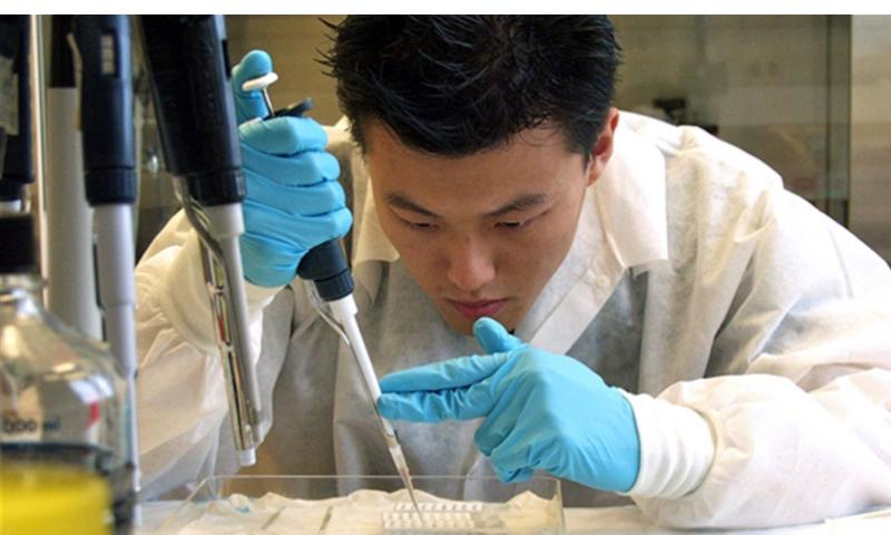 A U.S. Military HIV Research Program scientist at work in 2010. U.S. ARMY