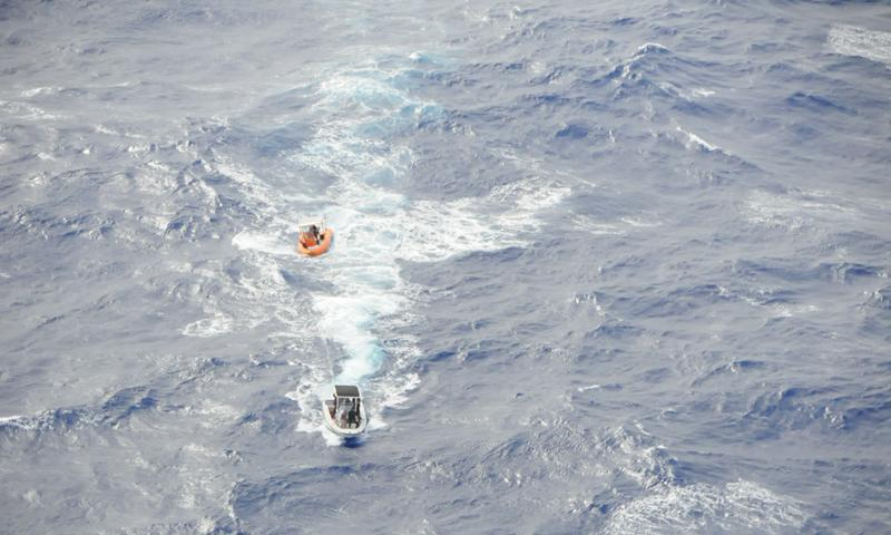 ROTA, Northern Mariana Islands (Feb. 5, 2015) Sailors from Helicopter Sea Combat Squadron (HSC) 25, U.S. Coast Guard Sector Guam and rescue crews from Rota, 40 nautical miles north-northeast of the U.S. territory of Guam, recovered three stranded boaters a mile offshore near the village of Songsong. (U.S. Navy photo)
